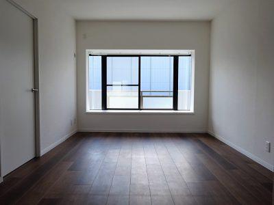 【サンシャイン西新】出窓にグリーン