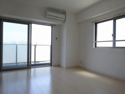 【La mia casa 井尻】白い部屋と青い空